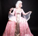 Фрейлина в розовом