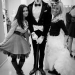 Мим в черно-белой фотографии