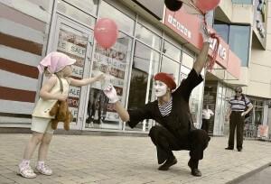 Пантомим на открытие торгового центра